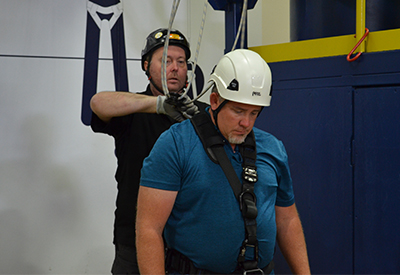 trainer conducting fall protection competent course